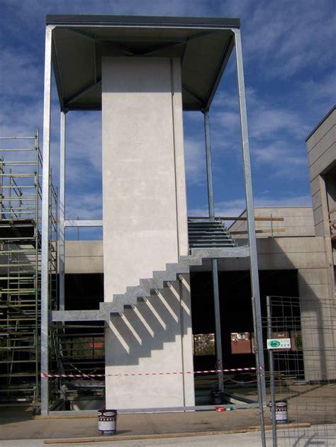 foto struttura scala esterna  omeal snc
