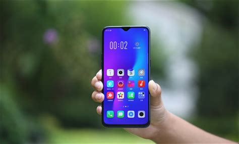 oppo r17 launched with sd 670 onscreen fingerprint gradient back and gorilla glass 6 gizmochina