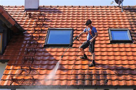 comment nettoyer une toiture en tuiles revetements