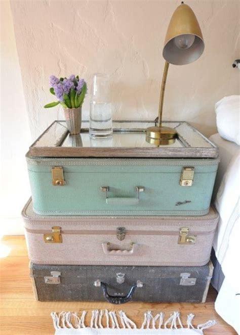 l id 233 e d 233 co du samedi une table de chevet avec des valises vintage floriane lemari 233