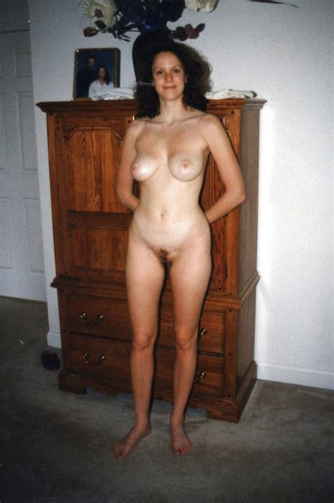 Retro Amateur Wife Presents Tits And Pussy