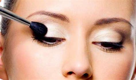 makeup tips  small eyes    bigger