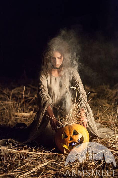 halloween kostuem chemise die hexe vorhanden