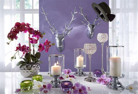vasen und kerzen als dekoration im fruehjahr universal blog