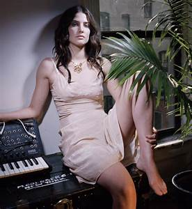 Cobie Smulders Feet - Super Star Feet- Celebrity Photo Gallery