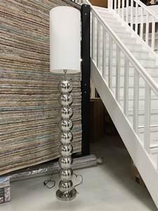 Stehlampe Lampenschirm Ersatz : stehleuchte verchromt lampenschirm wei stehlampe silber mit wei en lampenschirm stehleuchten ~ Orissabook.com Haus und Dekorationen