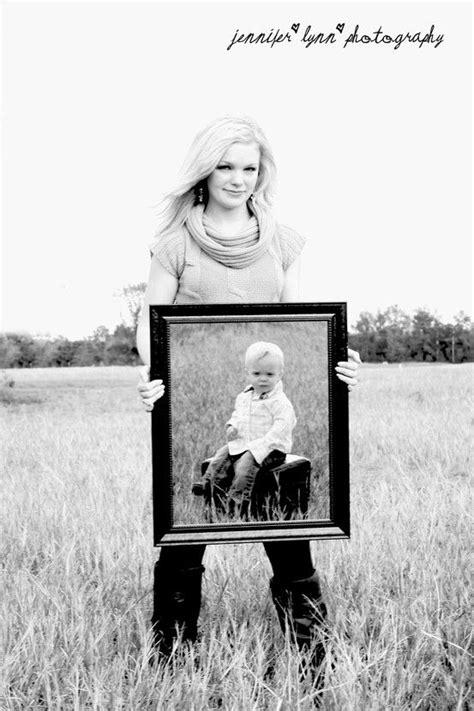 mother  childshe  holding  mirror  hes
