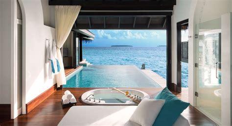 pool mit glasboden water villen malediven anantara kihavah water poolvillas