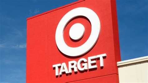 The target redcard features and benefits include a 5% discount. 7 Times You Need to Call Target REDcard Customer Service | GOBankingRates