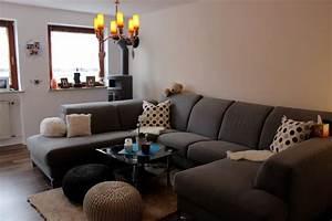 Große Couch In Kleinem Raum : wohnzimmer 39 living room 39 unser geschenktes eigentum ~ Lizthompson.info Haus und Dekorationen