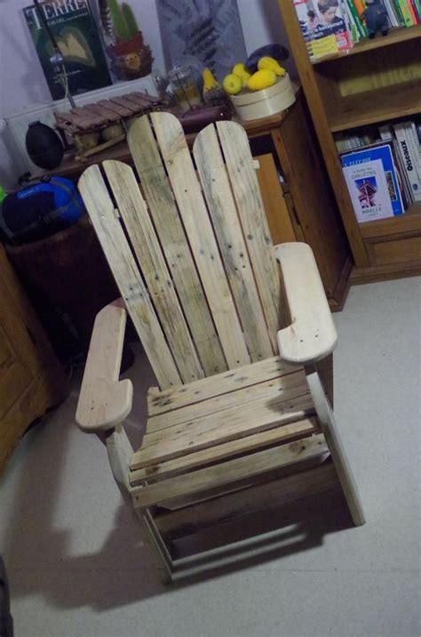 chaise en palette une chaise de patio en bois de palette recyclé diy