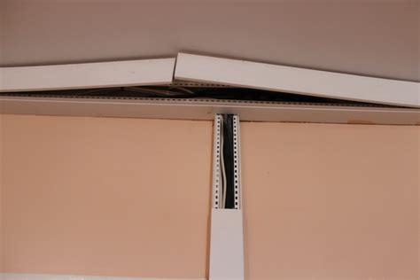 cache cable electrique plafond 28 images moulure multifonctionnelle axxent orac decor px164