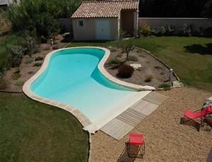 Une piscine avec plage immergee en pente douce piscine for Exceptional piscine forme libre avec plage 2 piscine piscines formes libres