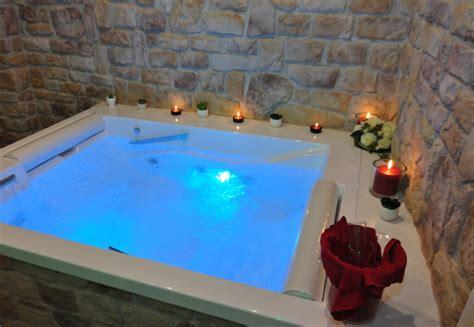 weekend romantico con vasca idromassaggio in suite spa per coppie suite in hotel spa gambarie