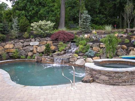 Gartengestaltung Am Hang Mit Steinen by Gartengestaltung Mit Steinen Am Hang Schwimmbecken Mit
