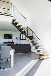Escalier en métal limon central et rambarde acier