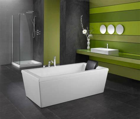 badewanne bequem liegen freistehende badewanne f 252 r eine luxuri 246 se badezimmereinrichtung