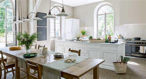 meuble pour ilot central cuisine décoration intérieure déco classique chic dans un manoir