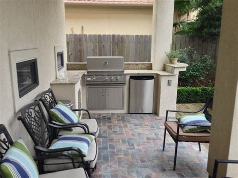 Small Outdoor Kitchen With Huge Style