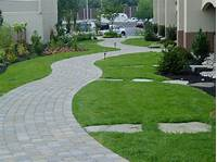 landscape stepping stones Using Stepping Stones in Your Landscaping | Tomlinson Bomberger