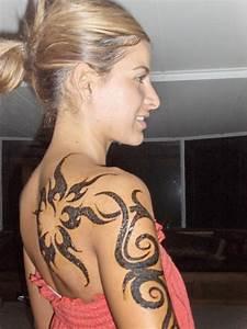 Shoulder Tattoo Designs for Girls | Design Art