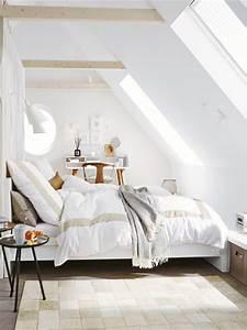 Box Unterm Bett : unterm dach schlafzimmer mit schr gen einrichten ~ Whattoseeinmadrid.com Haus und Dekorationen