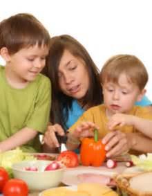 cuisiner avec enfants cuisiner avec les enfants pour le meilleur et