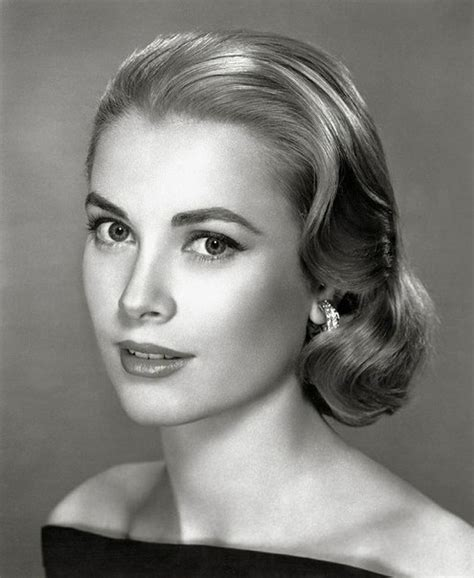 25 Vintage Victory Rolls From 1940's Any Woman Can Copy