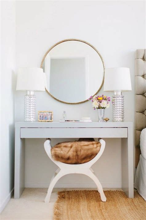 Diy Vanity Table With Mirror by 25 Best Ideas About Vanity Stool On Diy Stool