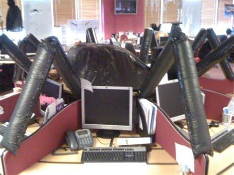 decorate  office  halloween  pics