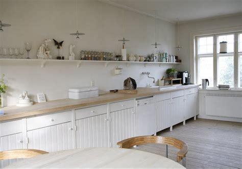 poser plinthe cuisine la décopèlemêle les etageres el 39 lefébien