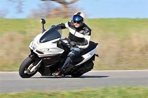 Scooter Aprilia 850 : aprilia aprilia srv 850 moto zombdrive com ~ Medecine-chirurgie-esthetiques.com Avis de Voitures