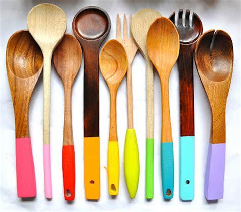 ustensile cuisine original personnaliser ses ustensiles de cuisine en bois idée