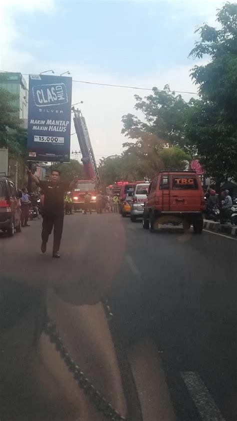 info warga toko sepatu famous terbakar star jogja fm