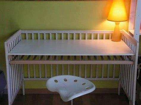 faire un canapé avec un lit que faire avec le lit de bébé un bureau