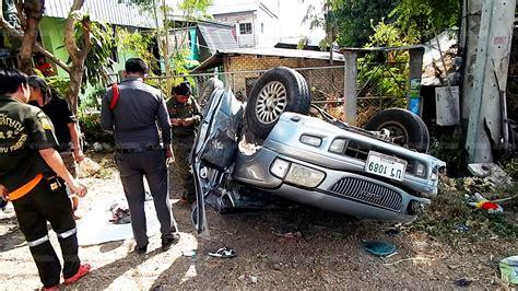 รถยนต์เสียหลักชนกันยับ 3 คันรวด สาวใหญ่ดับสลดคาพวงมาลัย ...