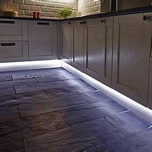 Led Strips Küche : flexible led strip lighting for the kitchen from hafele wohnen wohnung ~ Buech-reservation.com Haus und Dekorationen