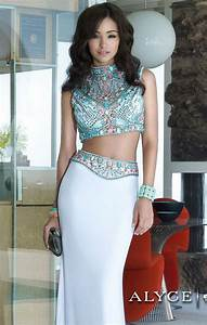 Egyptian themed prom dress if the color was gold ...