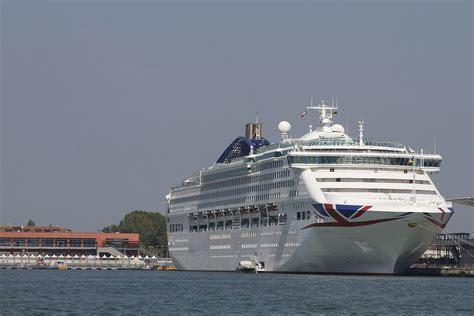 MV Oceana - Wikipedia