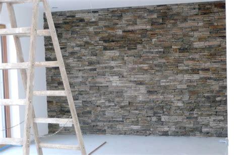 steinwand wohnzimmer schweiz steinwand anbringen kosten preise testsieger