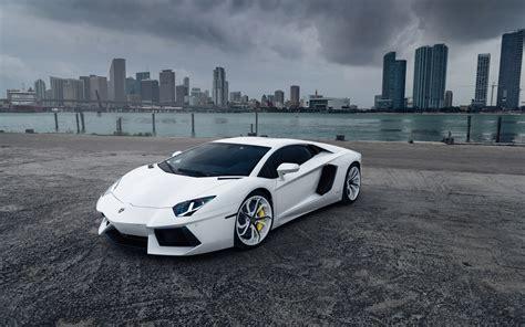 Wallpaper White Lamborghini Aventador Supercar In City