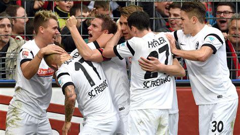 Spieltag der bundesliga saison 2020/21. 2:0 gegen Augsburg: Nichtabstiegsplatz! Freiburg überholt ...