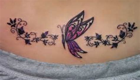 photo tatouage papillon bas du dos
