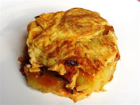 cuisiner des pommes de terre omelette aux pommes de terre oignon et chorizo la