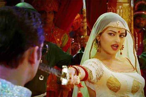 Dabangg 2 Sonakshi Sinha Dance Stills 2337 20 Out Of
