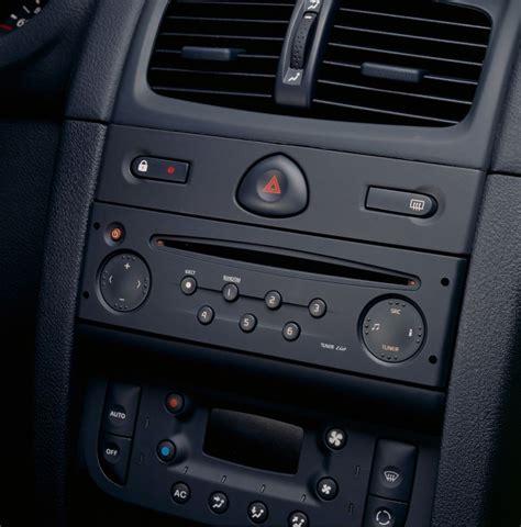 renault clio 2007 interior renault clio hatchback 2001 2008 photos parkers