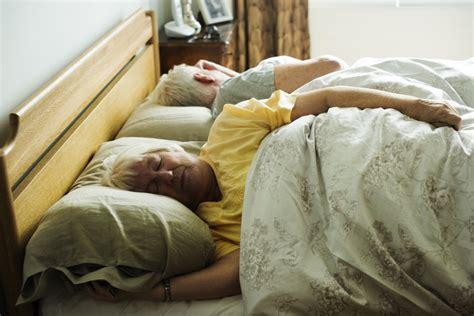 matratze bei rückenproblemen harte oder weiche matratze ist besser tipps zum matratzenkauf