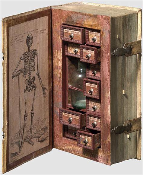 elisandre l oeuvre au noir cabinet de curiosit 233 s du livre au placard 224 poisons
