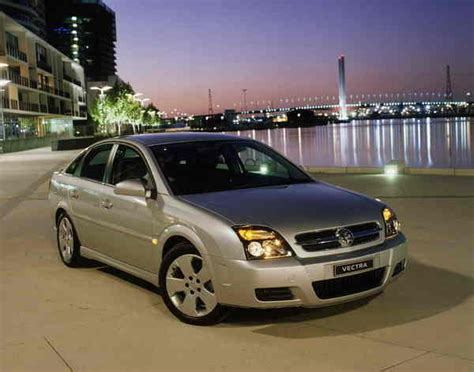 2004 Holden Vectra  Car Review @ Top Speed