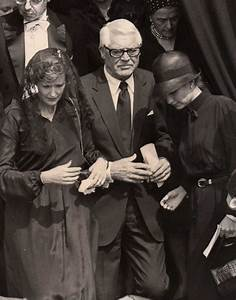 Grace Kelly Beerdigung : cary grant and barbara harris grant at the funeral of princess grace 1982 monaco pinterest ~ Eleganceandgraceweddings.com Haus und Dekorationen